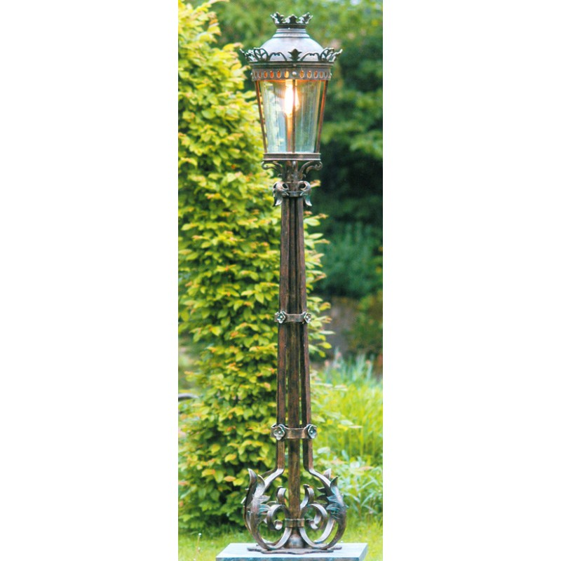 Robers Le Hand Forged Pedestal Light Al 6625